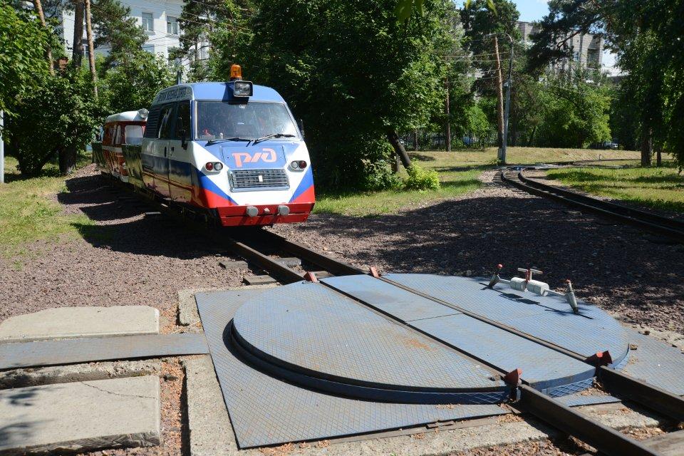 DZD de Krasnoïarsk, pont tournant et locomotive actuelle