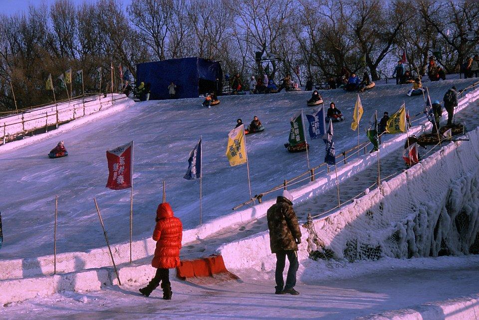Jeux sur la Songhua gelée