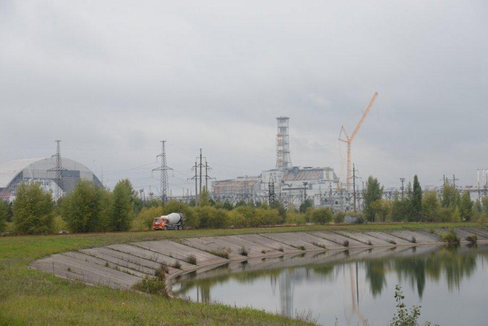 Les réacteurs 3 et 4, et le nouveau sarcophage